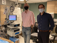 Paul Curtis and Dr Georg Auzinger next to an ECMO machine